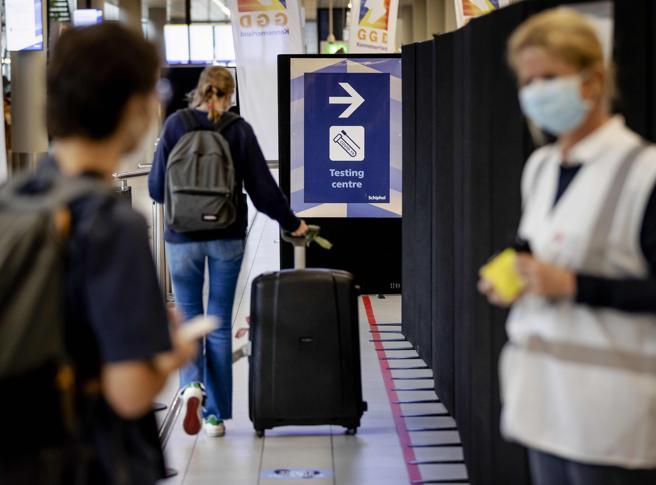 На сегодняшний день только 20 стран разрешают неограниченный въезд путешественников из Испании