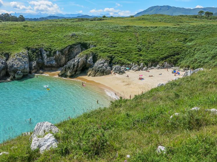 Пляж Playa de San Antonio de Mar региона Астурия признан лучшим пляжем Испании в 2020 году