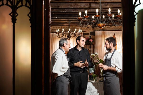 Шеф-повар ресторана La Botica провинции Вальядолид использует дикие растения и ягоды  для своих блюд