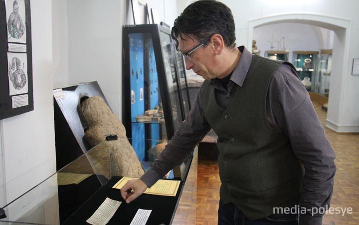 В Пинске задержали работника музея после экскурсии по городу