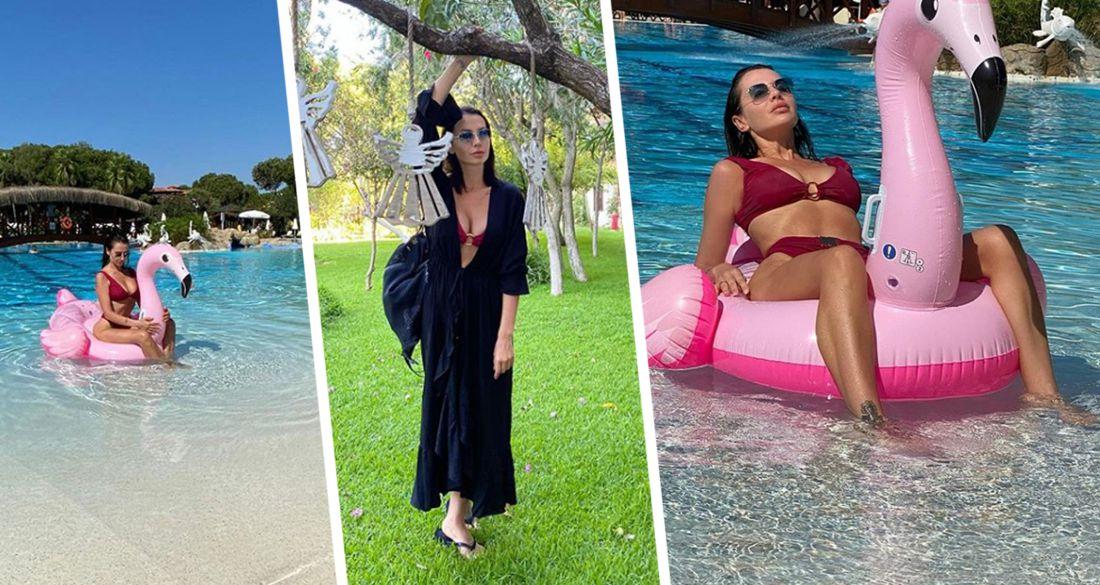 Бывшая жена создателя «Ералаша» оседлала в бикини фламинго в люксовом отеле Турции