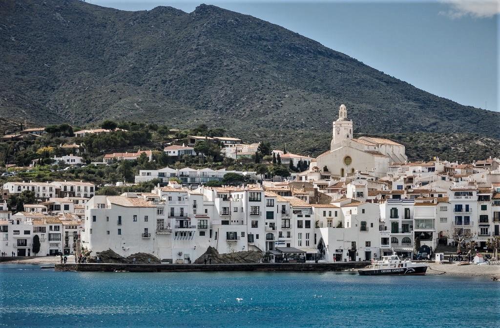 Кадакес признан самым красивым прибрежным городком Испании по мнению путешественников