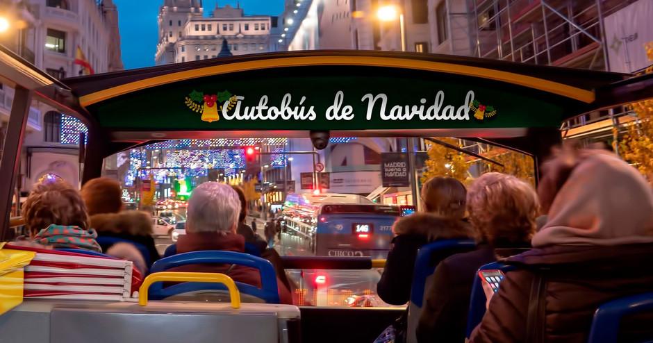 Любоваться праздничными огнями Мадрида можно со второго этажа специального автобуса