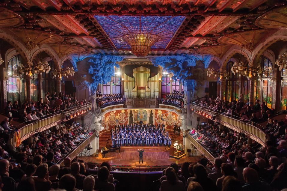 Традиционный рождественский концерт во Дворце музыки Барселоны объединит живой и виртуальный хоры