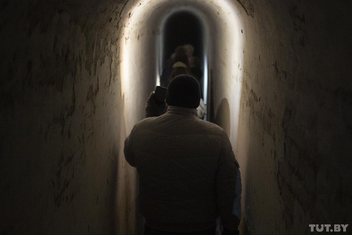 «Кто вас будет контролировать?» Детский тренер проводит ночные туры по Брестской крепости и собирает аншлаги