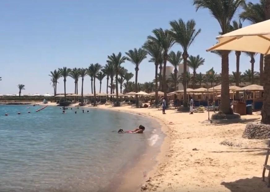 В Хургаду и Шарм-эль-Шейх пришло тепло: российские туристы не вылазят из моря
