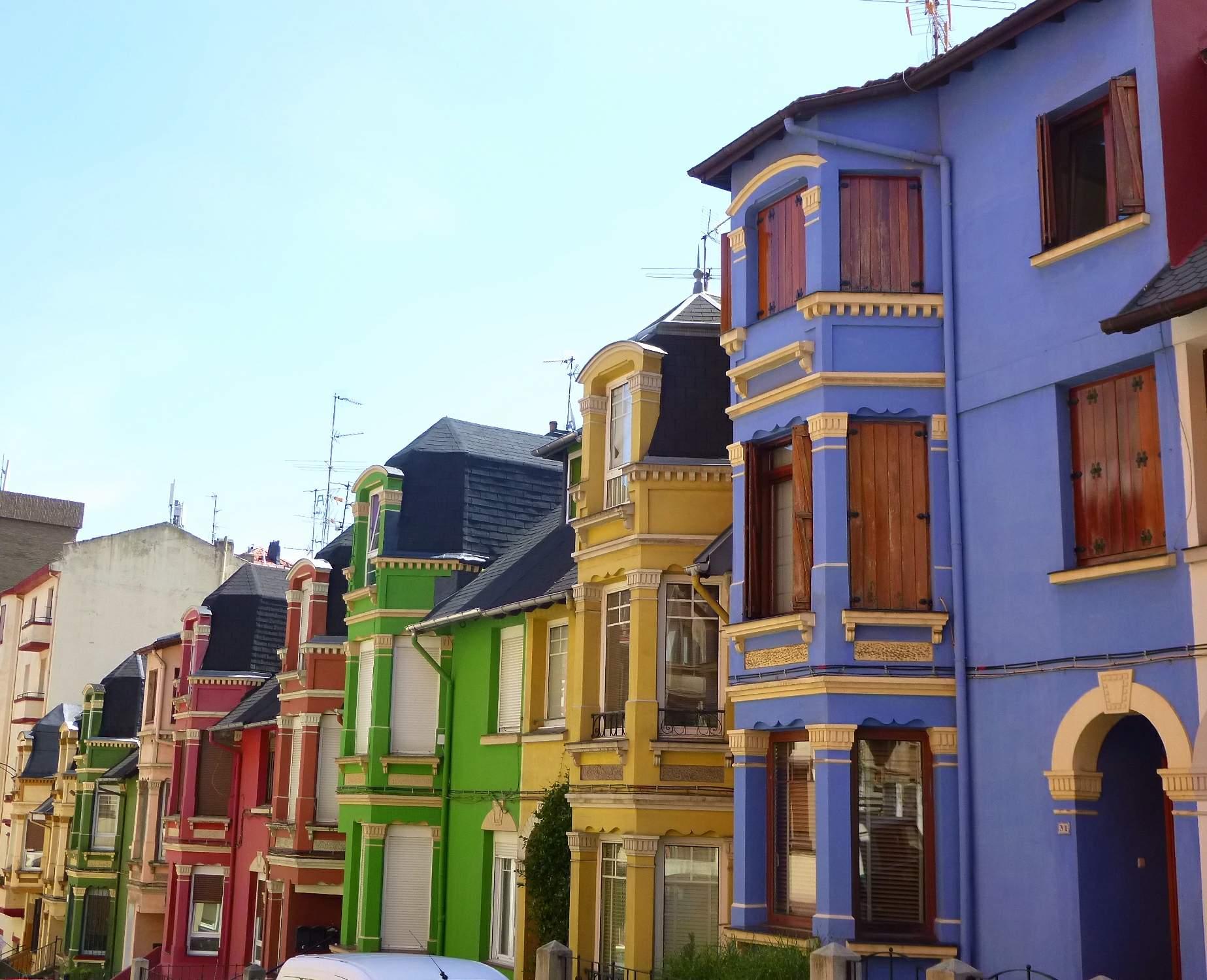Дома в английском стиле района Irala в Бильбао