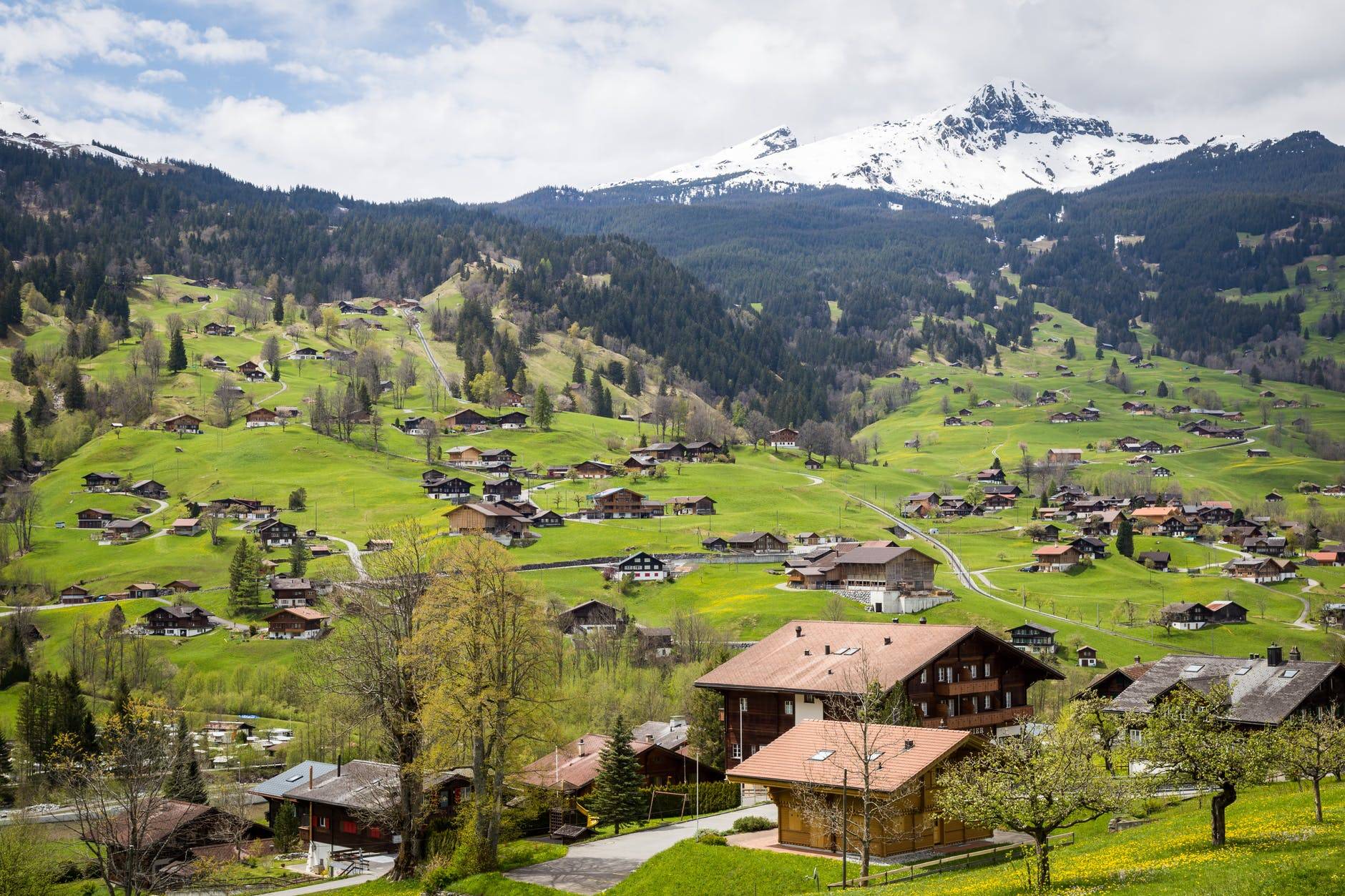 Швейцария отменяет карантин для туристов из Испании