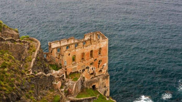 Одно из самых впечатляющих заброшенных мест Испании