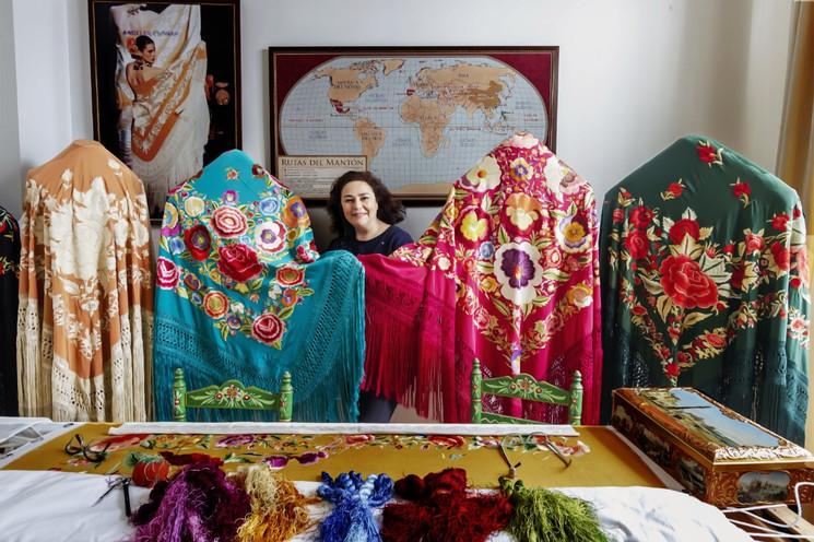 Традиционные манильские шали в Севилье