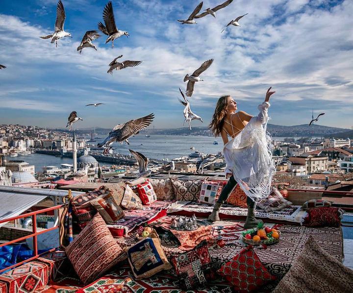 Красавица Станюта умудряется путешествовать даже в пандемию! 10 фотографий, по которым все соскучились