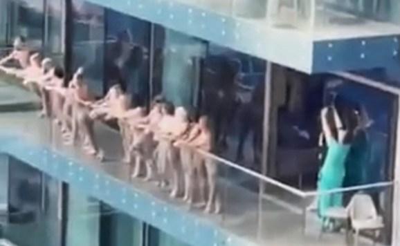Группу голых российских туристок арестовали в Дубае за съемку на балконе