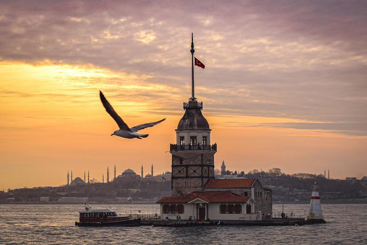 Россия почти полностью закрыла авиасообщение с Турцией до лета и приостановила продажу туров