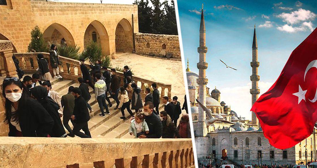 В город Турции на границе с Сирией привезли группу российских туристов