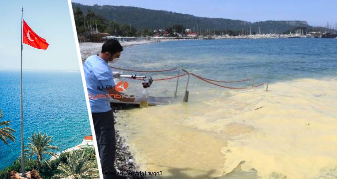 Мистика: в Анталии пожелтело море, туристы очень напуганы