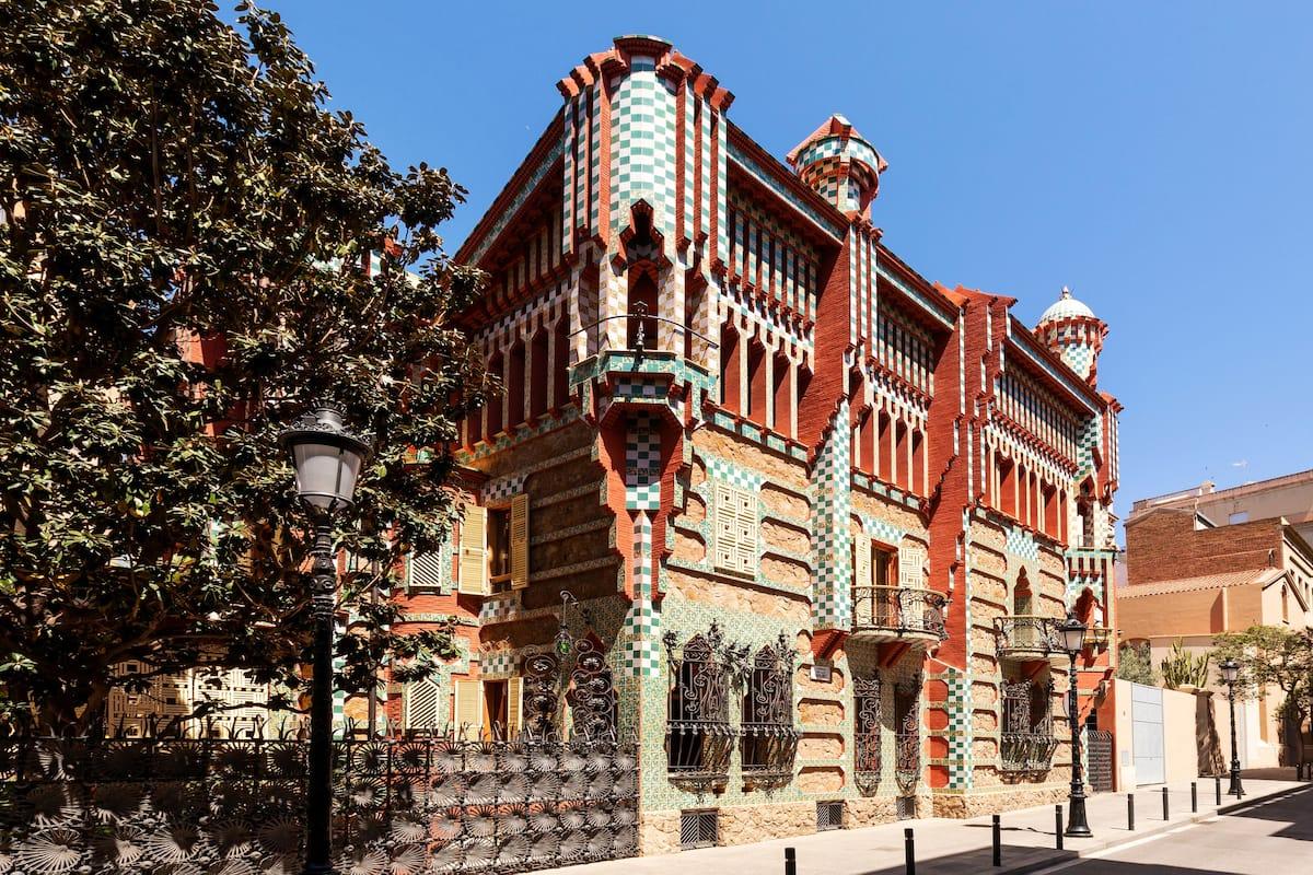 Одна ночь в одном из творений Гауди в Барселоне бесплатно