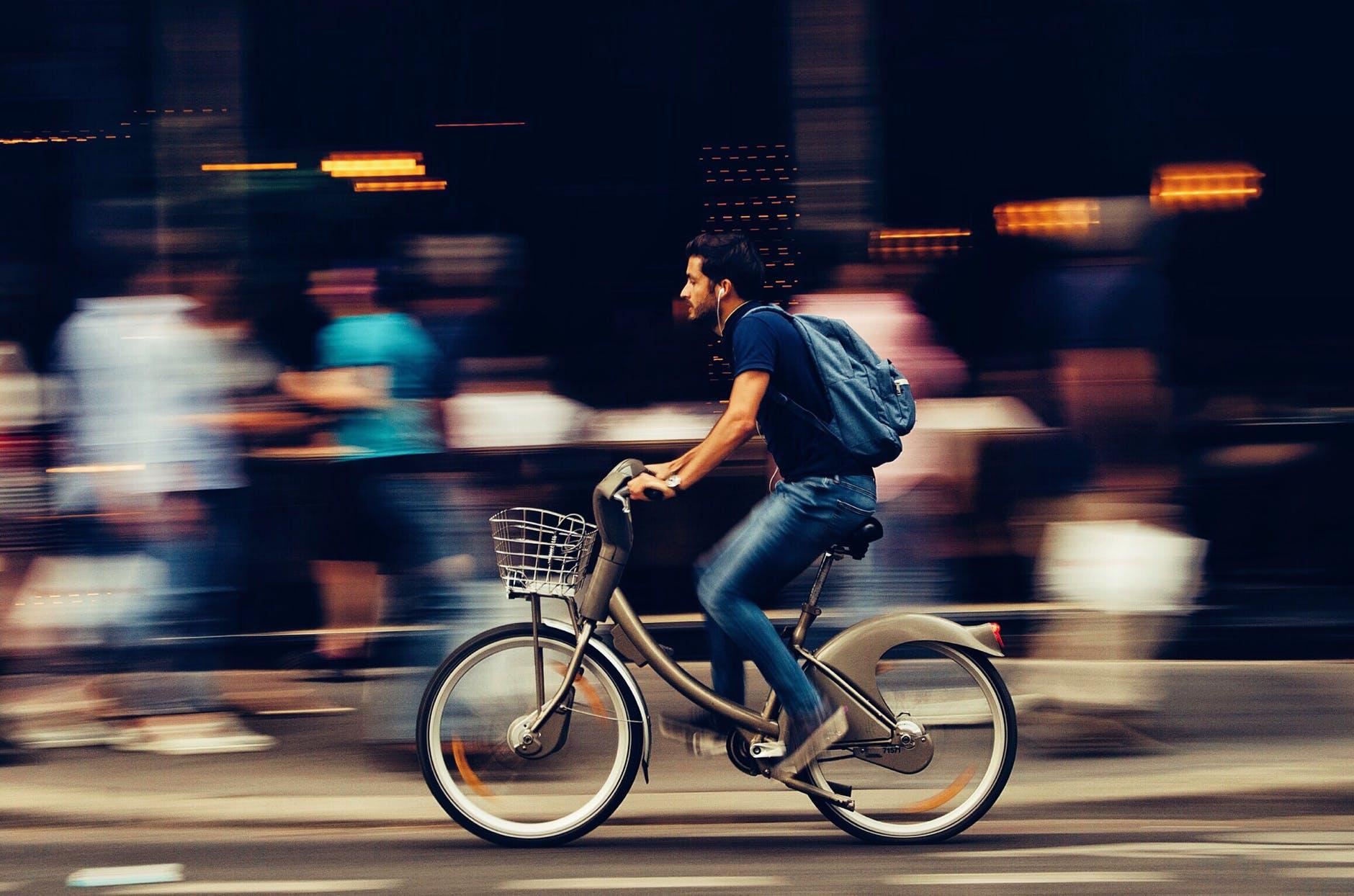 Брошенные в Амстердаме велосипеды обретают новую жизнь в Испании