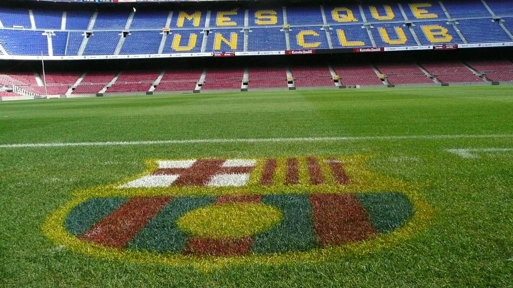 Сыграть с друзьями в футбол на стадионе Camp Nou? Теперь возможно!