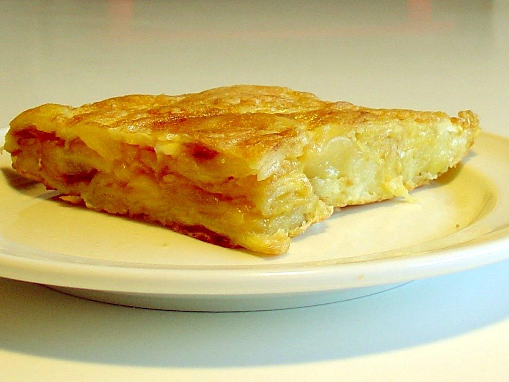 О вкусах спорят: выяснилось, что более 70% испанцев предпочитают тортилью с луком