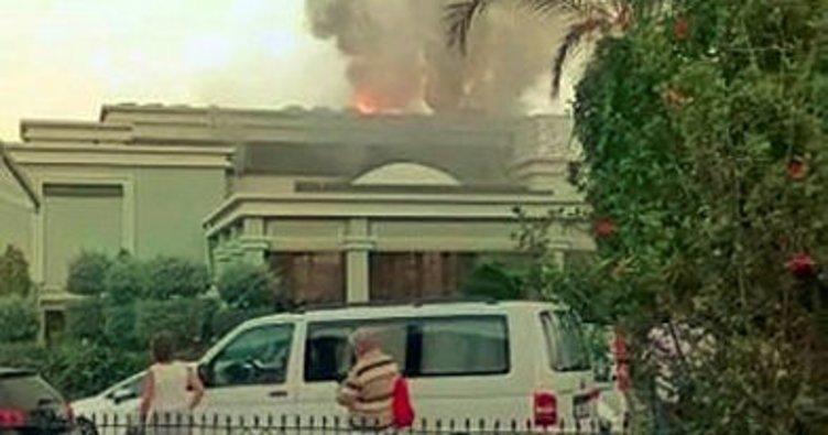В Анталии загорелся 5-звездочный отель: туристы спасались бегством