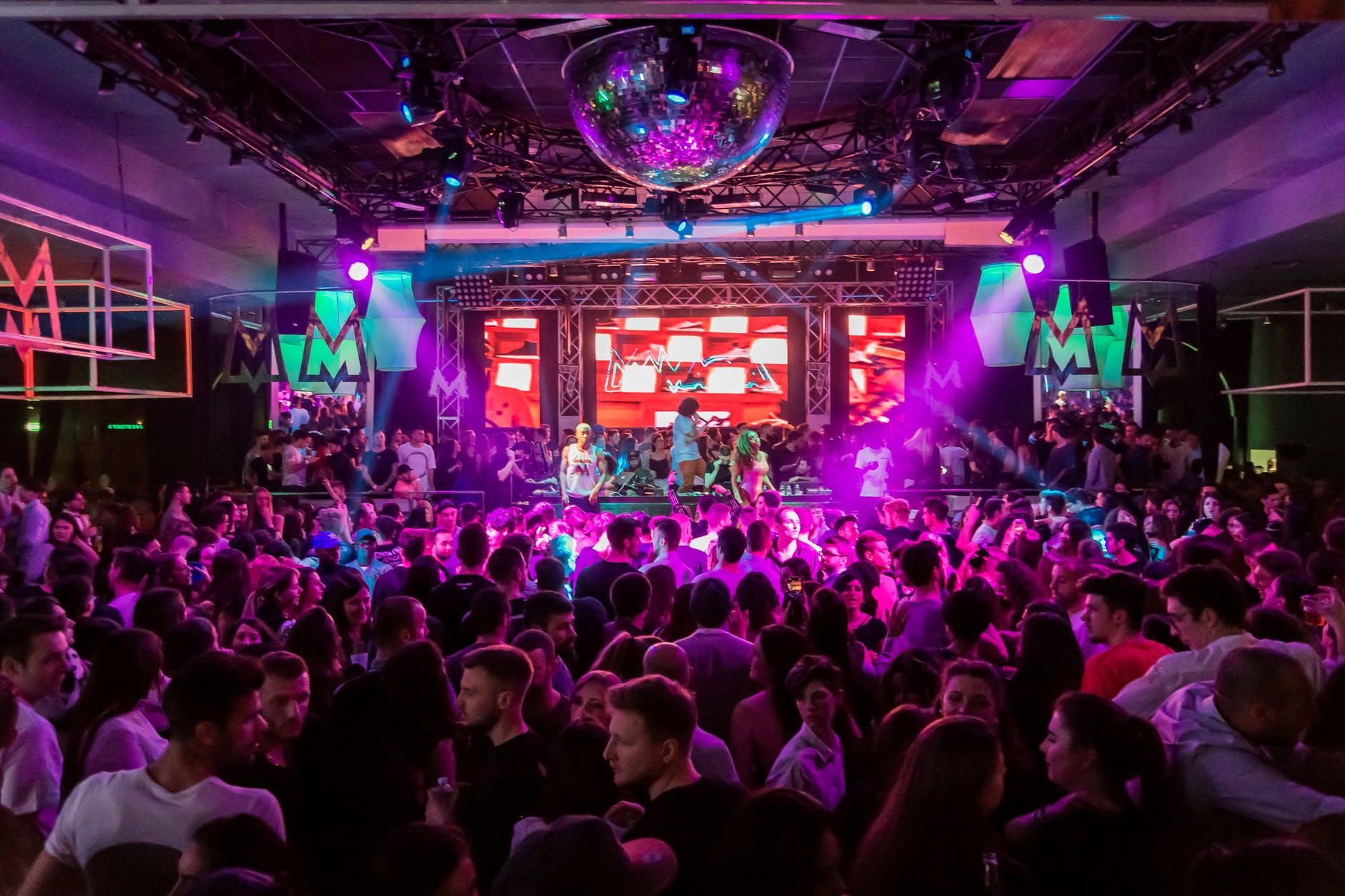 Ночные клубы Барселоны снова закрывают на 15 дней