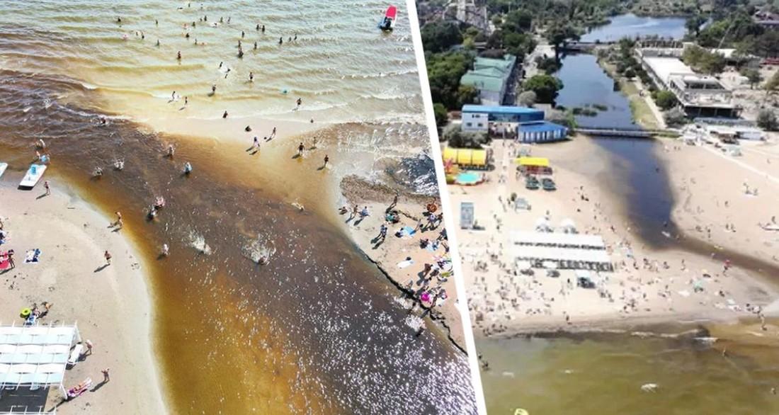 На пляжи Анапы пришла чёрная зловонная жижа, перепугав туристов
