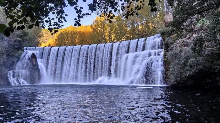 Самый фотографируемый водопад Испании