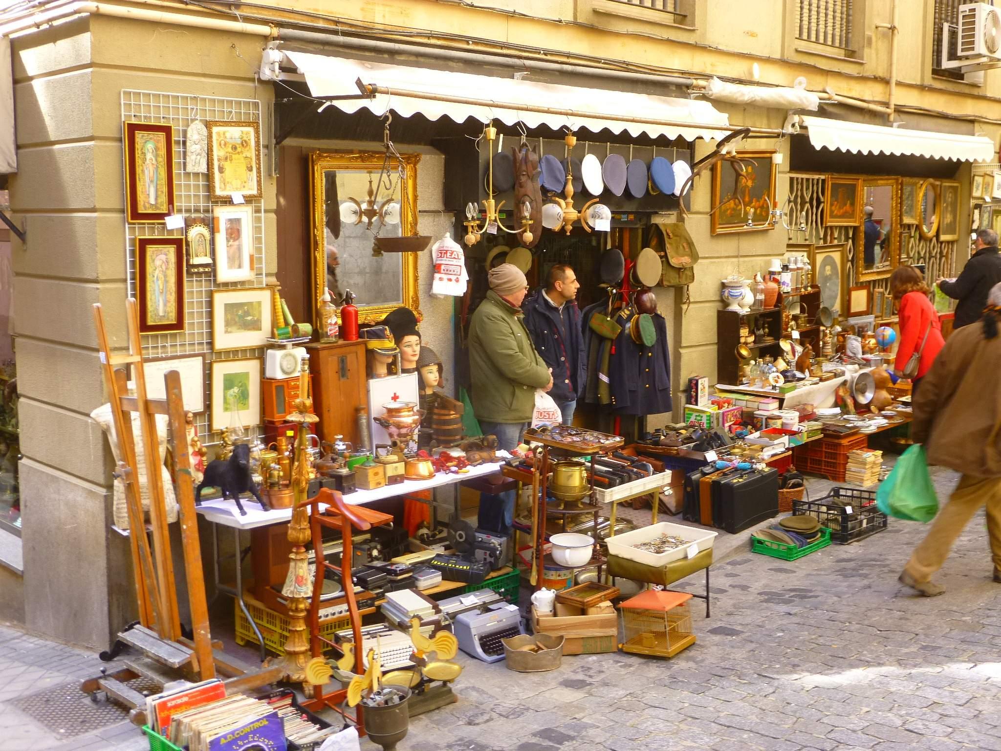 Рынок El Rastro в Мадриде восстанавливает свою деятельность на 100%