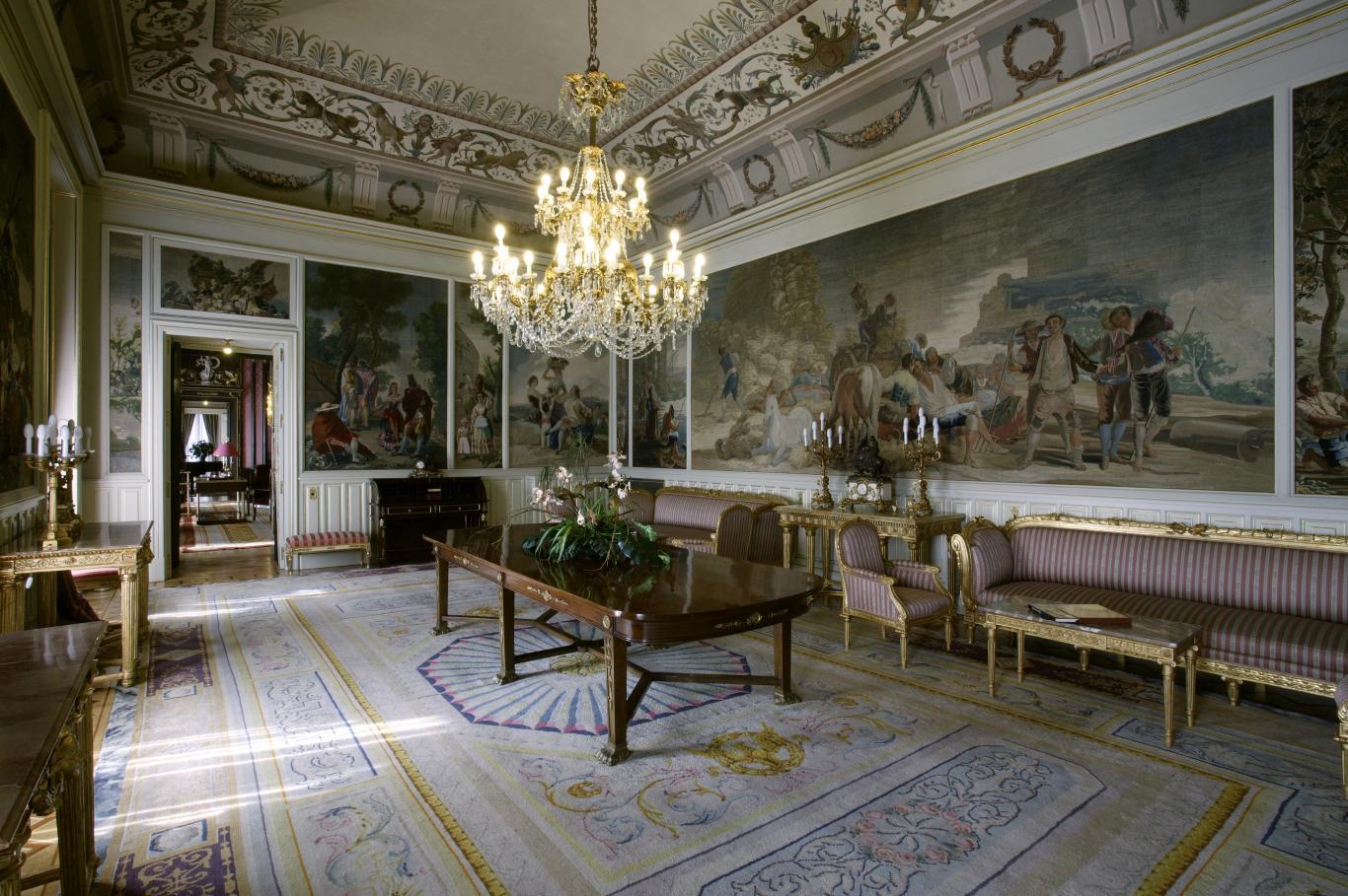 Дворцы Мадрида снова открыли свои двери для бесплатных посещений