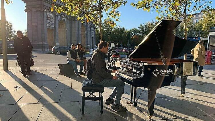 Городские пространства Мадрида заполнятся фортепиано