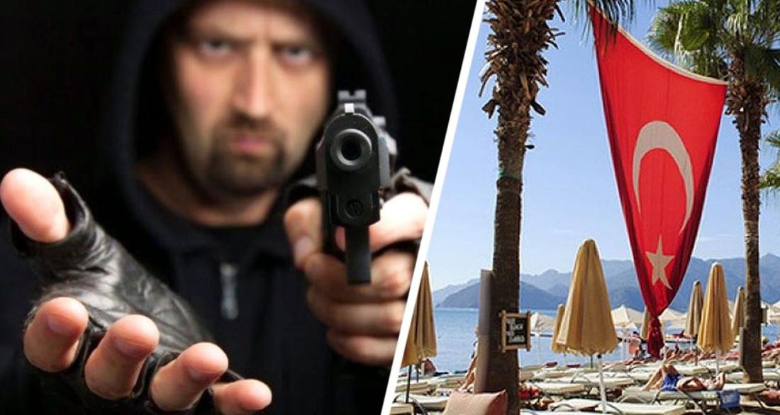 На курорте Турции российскую туристку ограбили средь бела дня в кафе